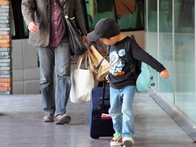 空港にいる子供